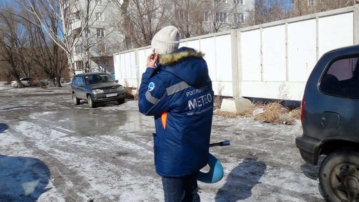«Нас тошнило при закрытых окнах»: десятки омичей пожаловались в МЧС на запах ацетона в Нефтяниках