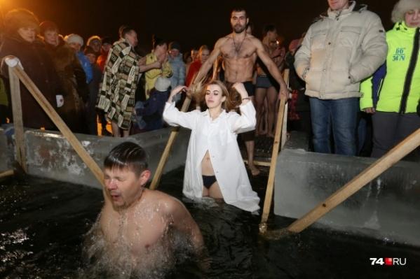 Одна из самых популярных купелей из года в год — возле храма «Утоли моя печали» в Ленинском районе