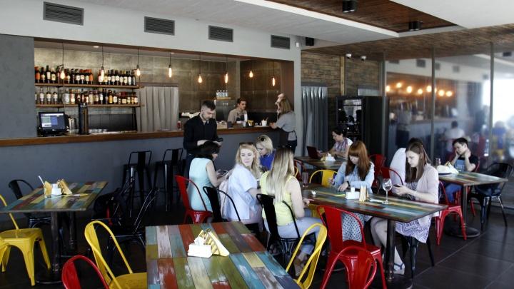 Напротив часовни открылся ресторан с платным входом и ценами как в столовой