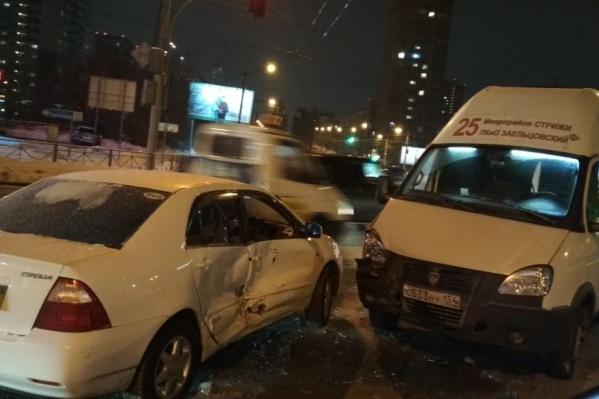 В результате ДТП троих пострадавших доставили в больницу