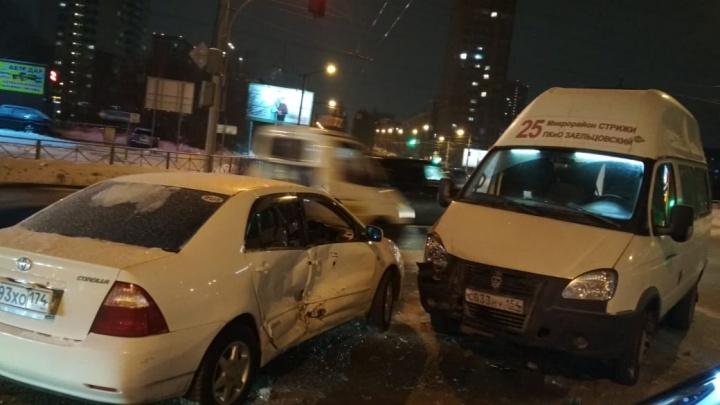 Пятилетний ребёнок пострадал в ДТП с маршруткой в Заельцовском районе