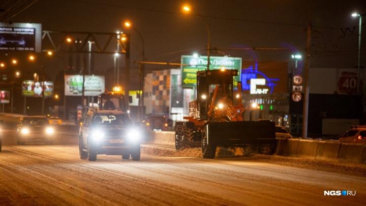 Потекли от соли: смотрим, как в разных городах России убирают снег