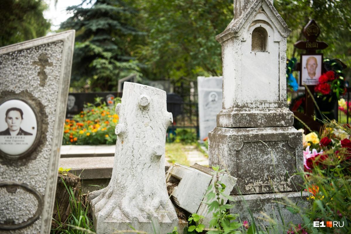 Белый пень — тоже памятник на чьей-то могиле
