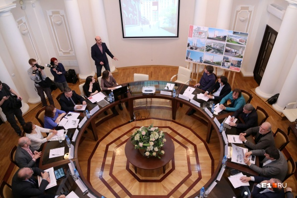 За круглым столом архитекторам презентовали проекты
