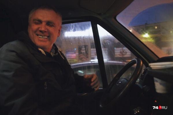 Магомед Мамакурбаев — водитель маршрутки, он каждый день устраивает концерты для пассажиров