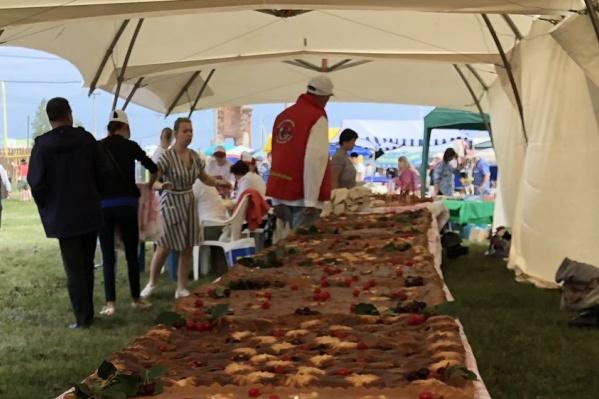 Длина царь-пирога — 11 метров!