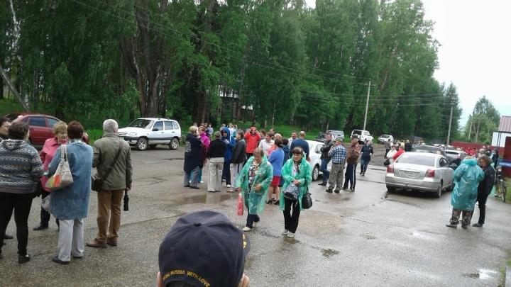 200 местных жителей и «шесть каких-то отморозков»: что сейчас происходит в Яренске