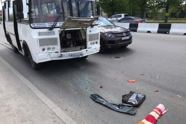 Автобус врезался в тормозившую иномарку