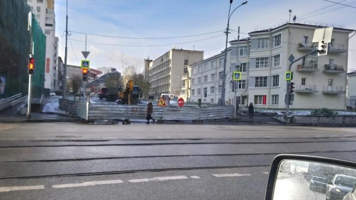 «Пробки дикие»: улицу Попова перекопали для замены труб
