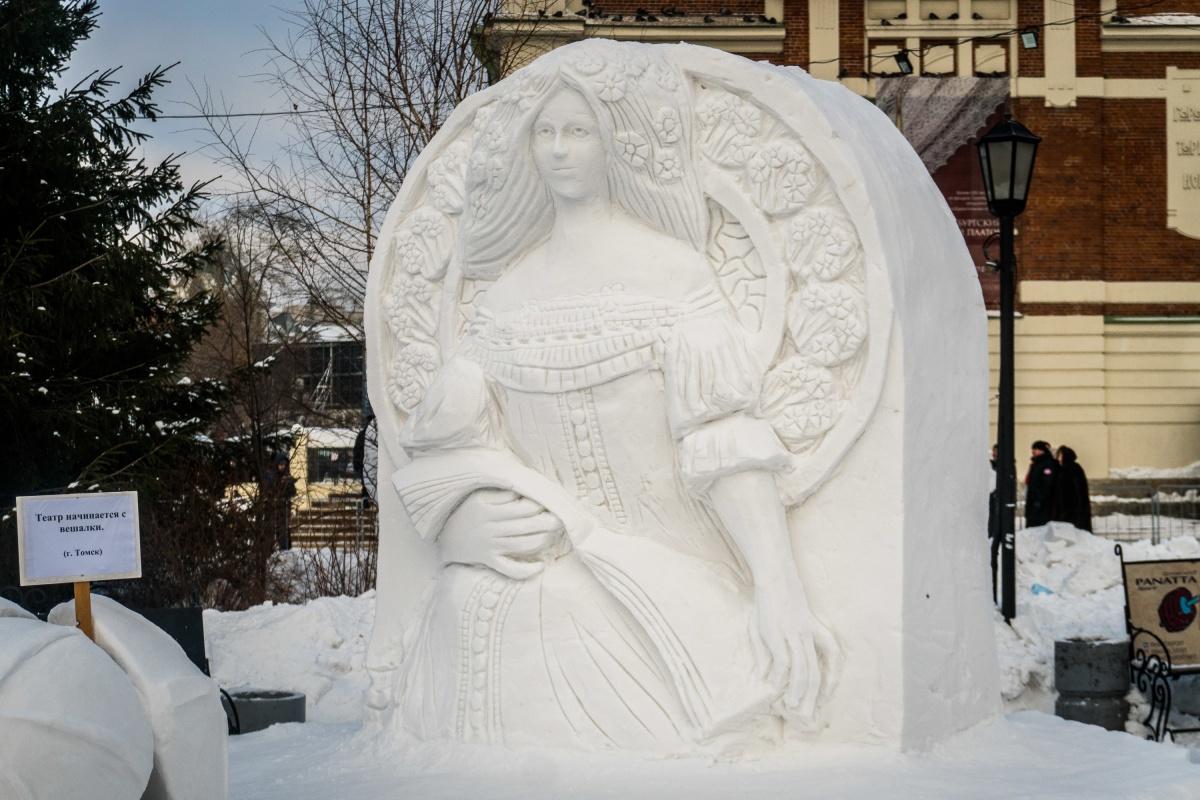 Это 19-й по счёту фестиваль, который проводится в Новосибирске. В этом году темой фестиваля стал Год театра