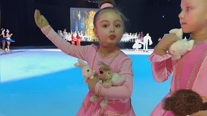 Четырёхлетняя дочь ярославской модели Дарьи Коноваловой поразила всех на ледовом шоу Яны Рудковской