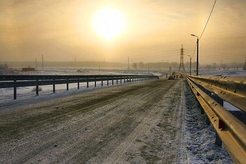 Автодорога «Меридиан» проходит через весь Челябинск. Из-за обилия транзитного транспорта это одна из самых шумных магистралей города