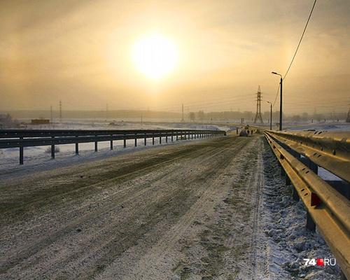Первые шумозащитные экраны в Челябинске смонтируют на сквозной автодороге