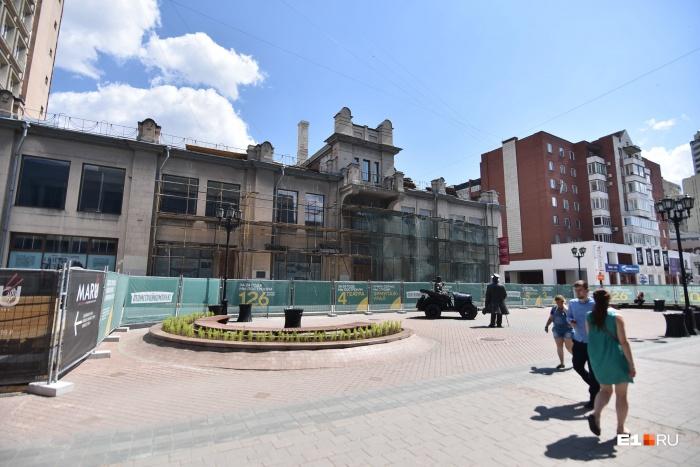 Строительство атриума и реконструкция здания на Вайнера, 11 начнется 1 июля. Сейчас завершаются подготовительные работы