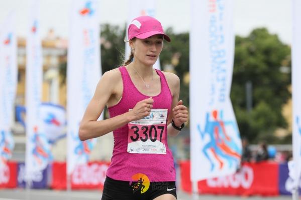 Наталья Тарасова стала лучшей среди женщин на дистанции 21 километр. Фото из архива портала RussiaRunning