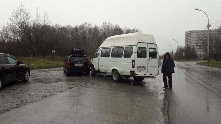 Маршрутка с пассажирами попала в аварию в Советском районе