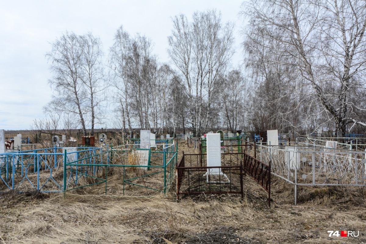 А вот многочисленные кладбища Муслюмово заполнены в том числе жертвами радиационной катастрофы