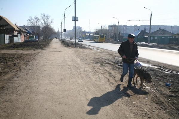 Улицу планируют расширить не только за счёт широких тротуаров, но и за счёт частной собственности