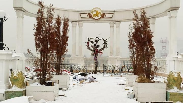 «Ни капли уважения»: виадук у Центрального парка бросили со строительным мусором