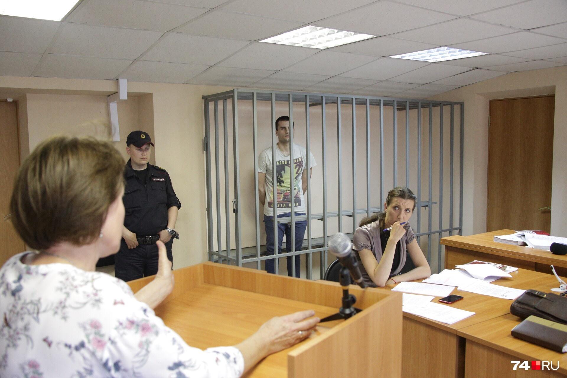 На заседании суда показания дали родители убитой девушки и два свидетеля