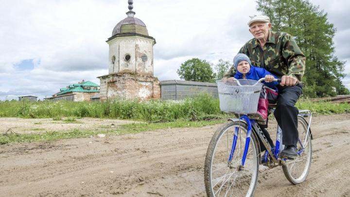 Деревянное зодчество и чёрные бани: каргопольскую деревню признали одной из самых красивых в России