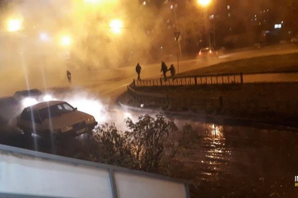 Поздно вечером на улице Красина разлилась горячая вода