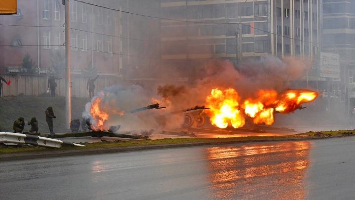 Видео: новосибирцы приняли репетицию артиллеристов за взрыв возле «Ауры»