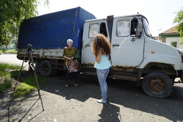 Тот самый грузовик, где разместилась семья