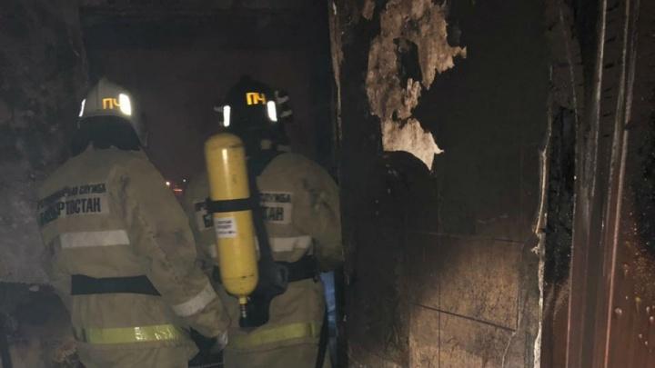 В Стерлитамаке пожарные вынесли из горящей квартиры двоих детей
