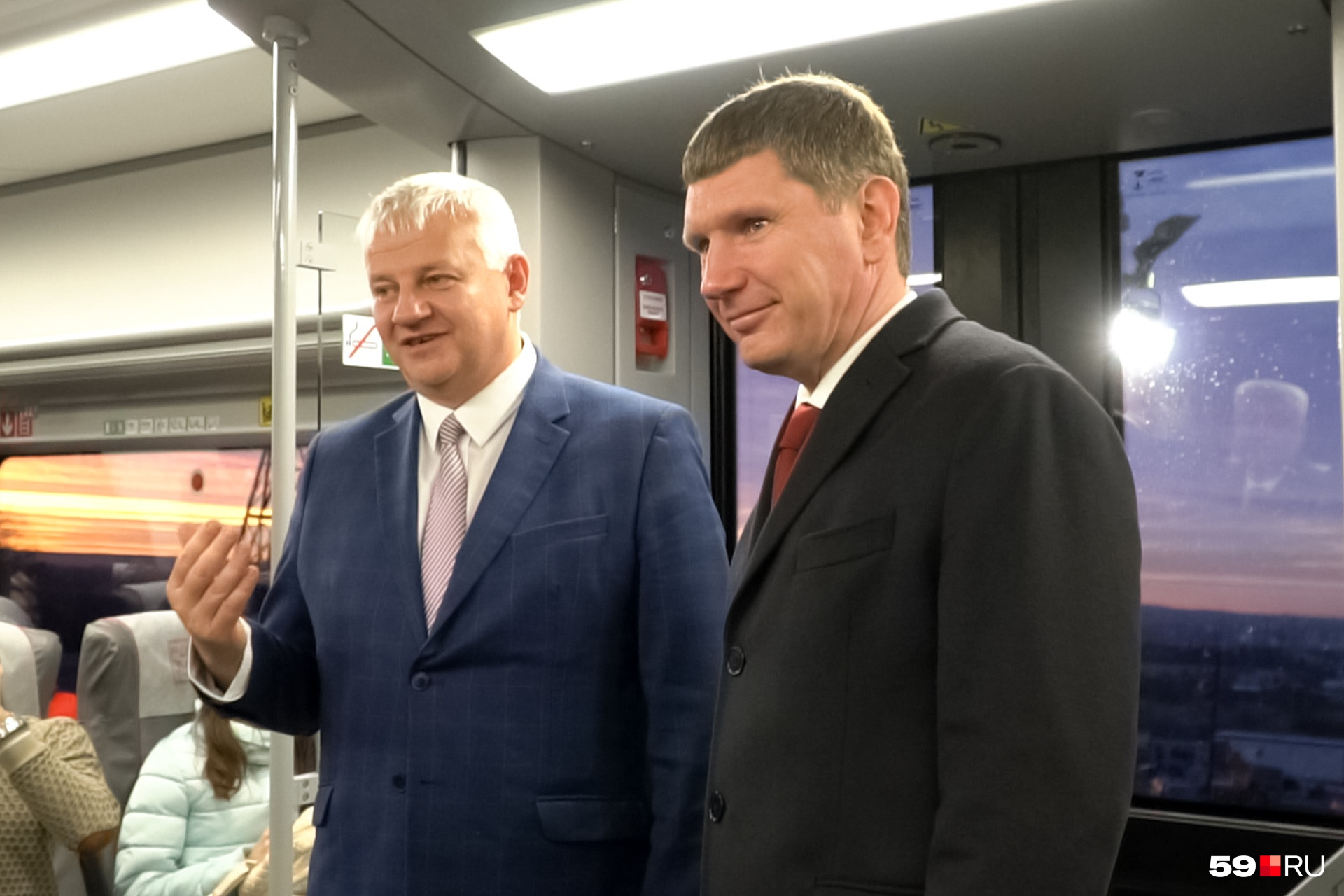 Максим Решетников зашёл в вагон на технической остановке