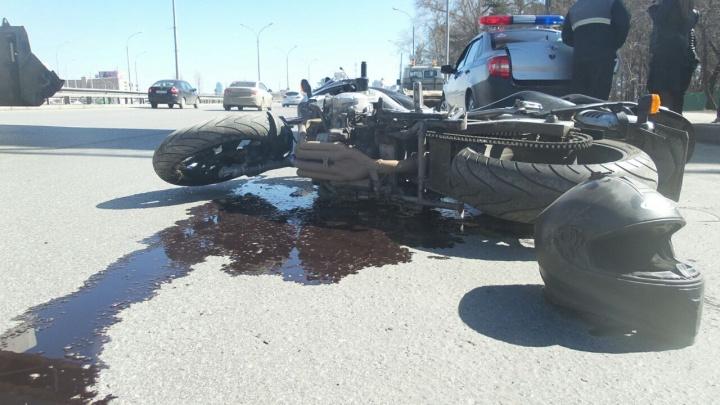 «Увидел машину в последний момент»: на Металлургов произошла авария с мотоциклистом