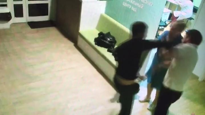 Взяли под стражу: в Волжском арестовали азербайджанца, избившего сотрудников перинатального центра