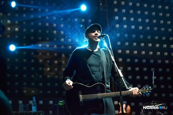 1 марта Сергей Бобунец представил свой дебютный альбом в Омске
