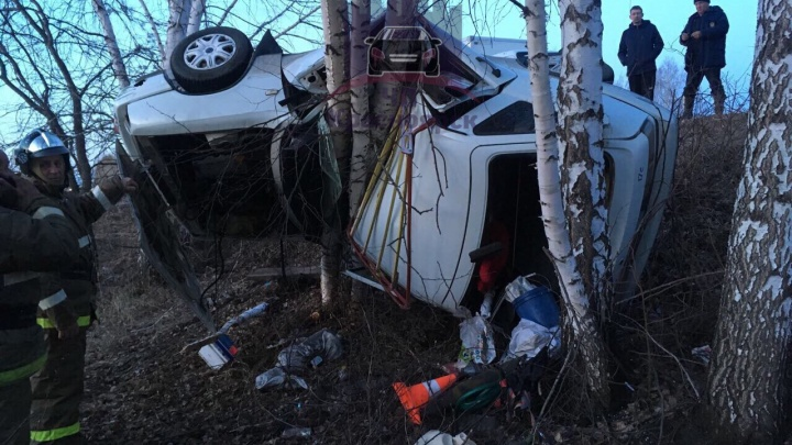 Во время буксировки по трассе «Ода» улетела в кювет: пассажирка погибла