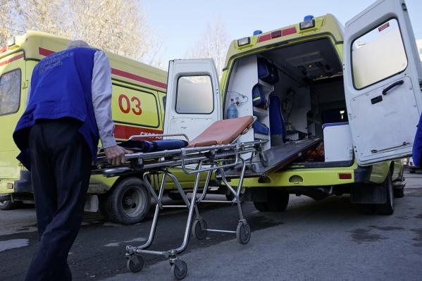 Врачи приехали через шесть минут после вызова, но травмы тюменки оказались несовместимы с жизнью