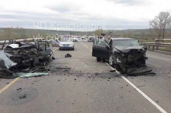 Авария произошла возле Путинского моста