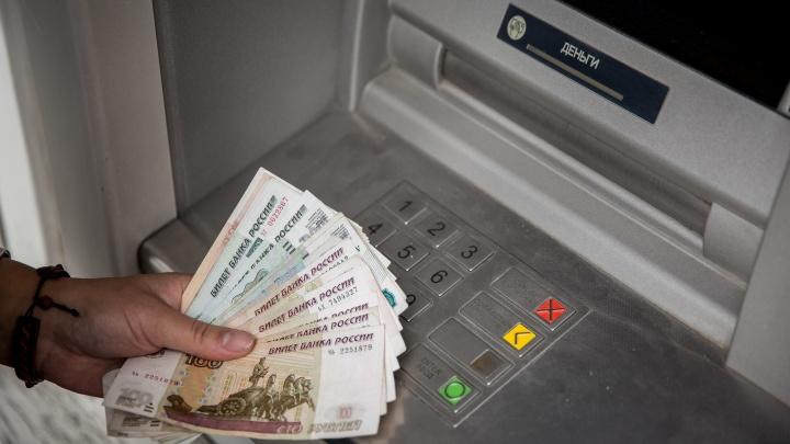 Банкомат в Новосибирске выдал многодетной матери в пять раз больше денег