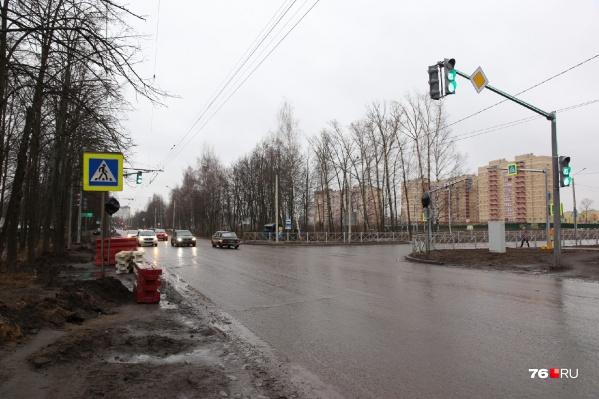 Объезжать закрытый участок Тутаевского шоссе придётся по улицам Бабича и Панина через Ленинградский проспект