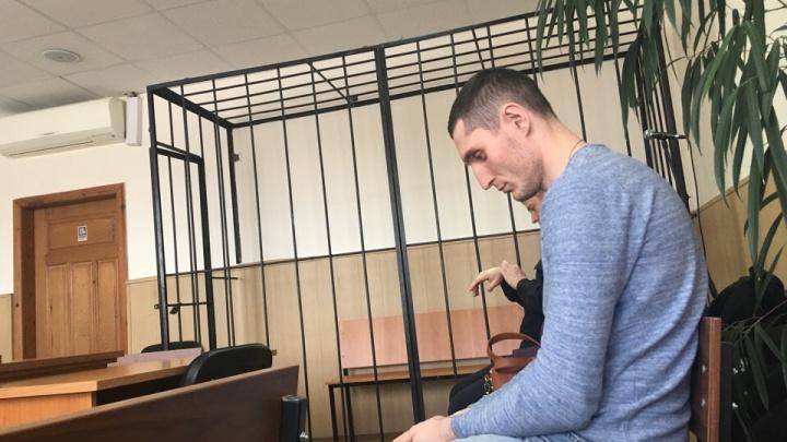 Суд решил арестовать блогера, организовавшего поездку на Infiniti по центру Тюмени с автоматами