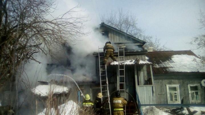В Уфе загорелся частный дом