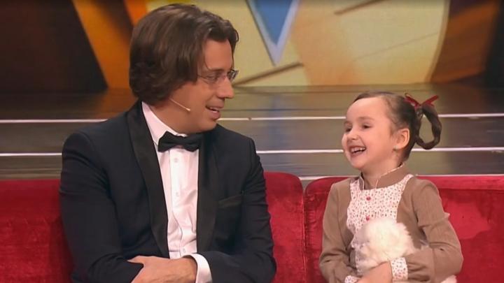 «Люблю притворяться»: шестилетняя архангелогородка поразила Максима Галкина знанием басен — видео