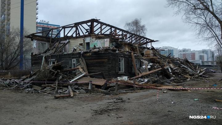 Аварийные бараки начали сносить ради нового сквера у «Белых Рос»