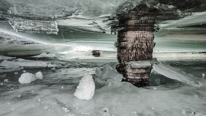 Разломи море: 15 умопомрачительных фото с тающих пляжей Обского водохранилища