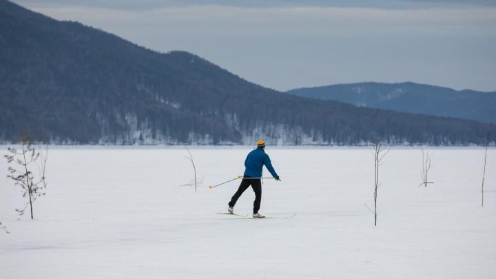Красноярец катался на лыжах по льду накануне Нового года и провалился под лёд