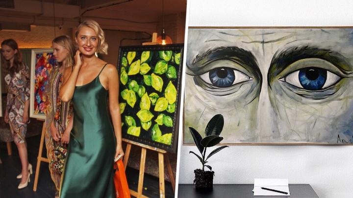 «Глаза Путина купил олигарх»: яркая блондинка пишет картины для богатых — ее вдохновляют мощи святых