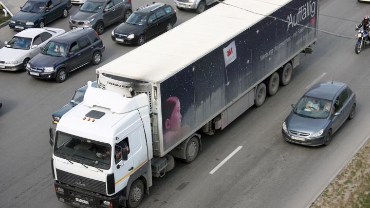 Чтобы дороги не портили: фурам запретили въезд в Новосибирск