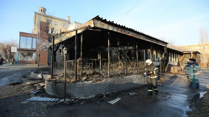 «Причиной мог стать новый электромангал»: в Волгограде сгорело кафе «Saperavi»