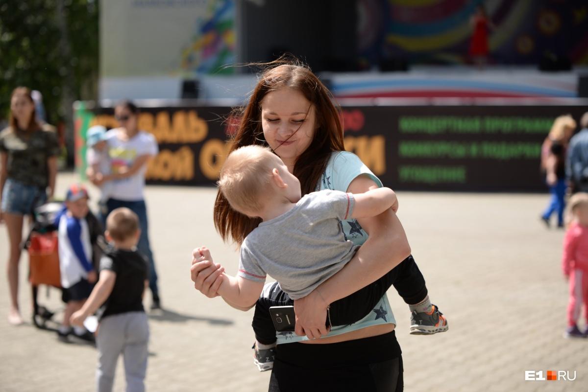 Для многих фестиваль окрошки стал семейным праздником, куда можно прийти с детьми