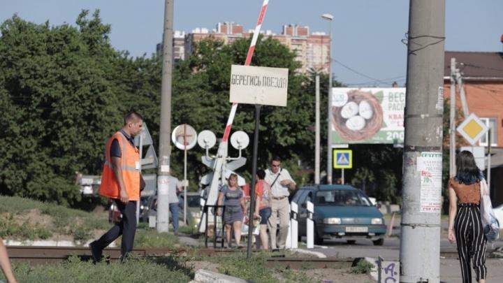 В Ростовской области поезд сбил человека