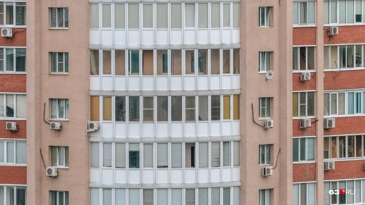 Чуда не произошло: упавший с 9-го этажа дома на Чернореченской мужчина умер в больнице
